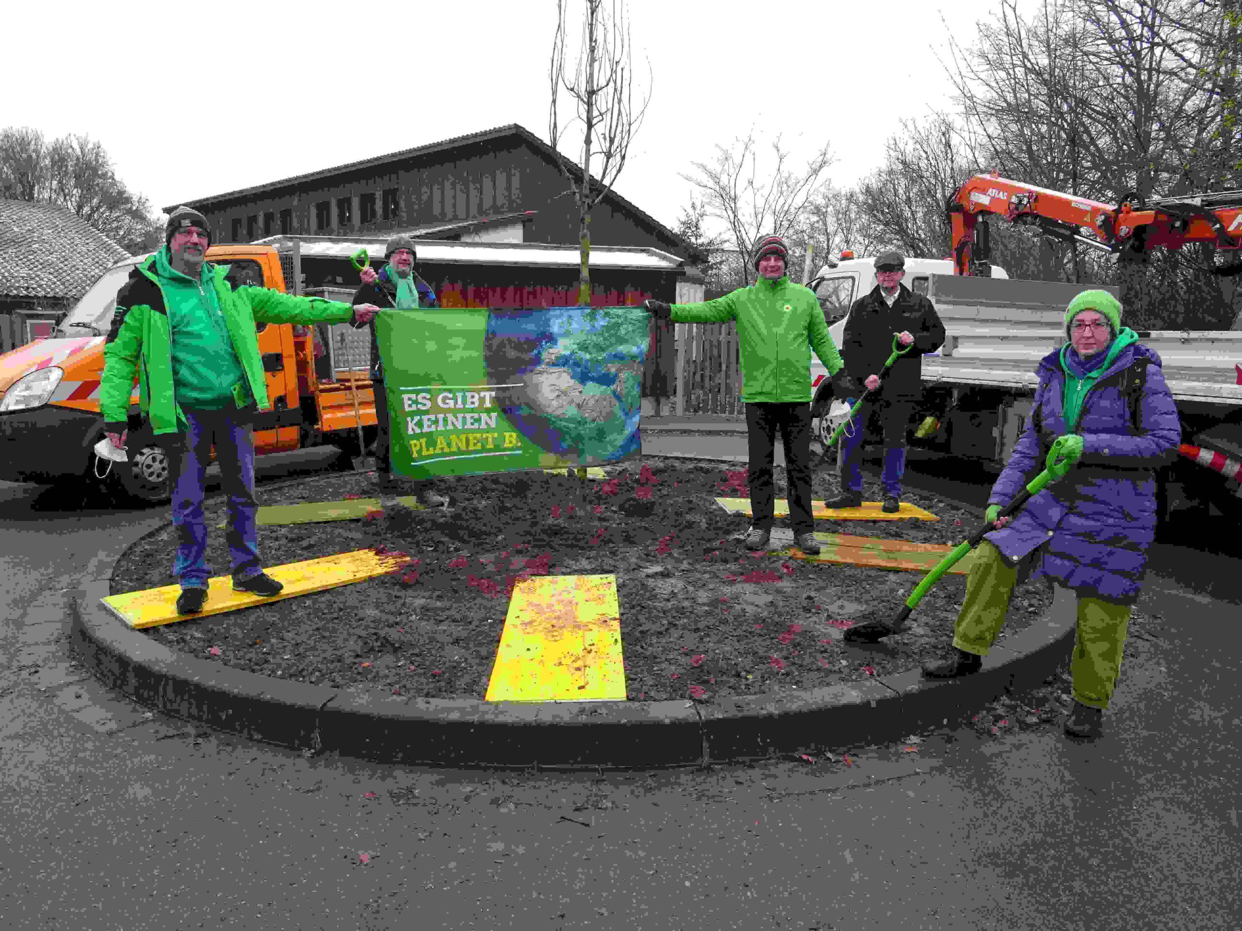 OV-Stein spendet Baum vor städtischem Kindergarten