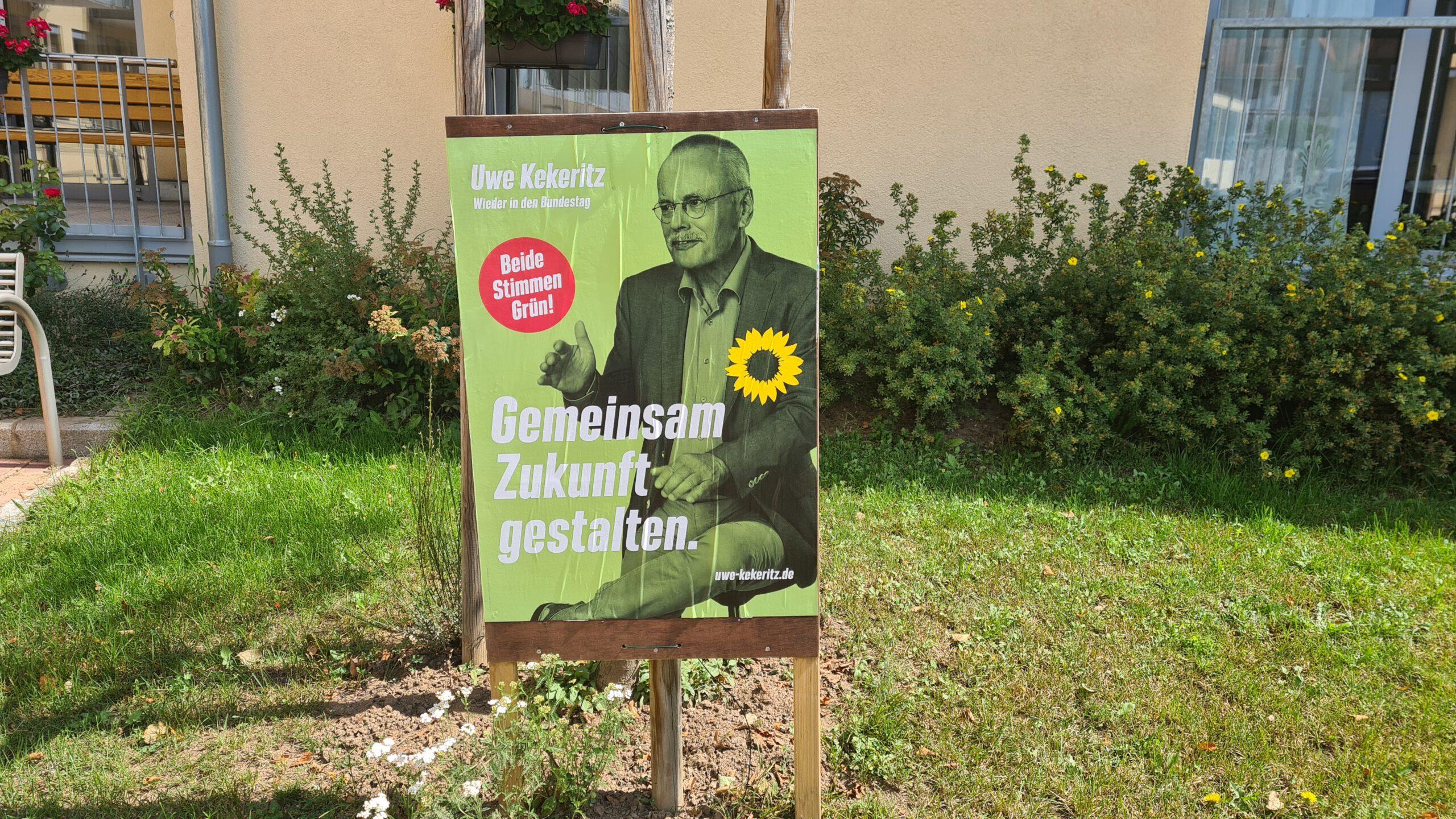 Feiger Angriff auf die Demokratie: Wahlplakate mehrfach entwendet – Staatsschutz ermittelt